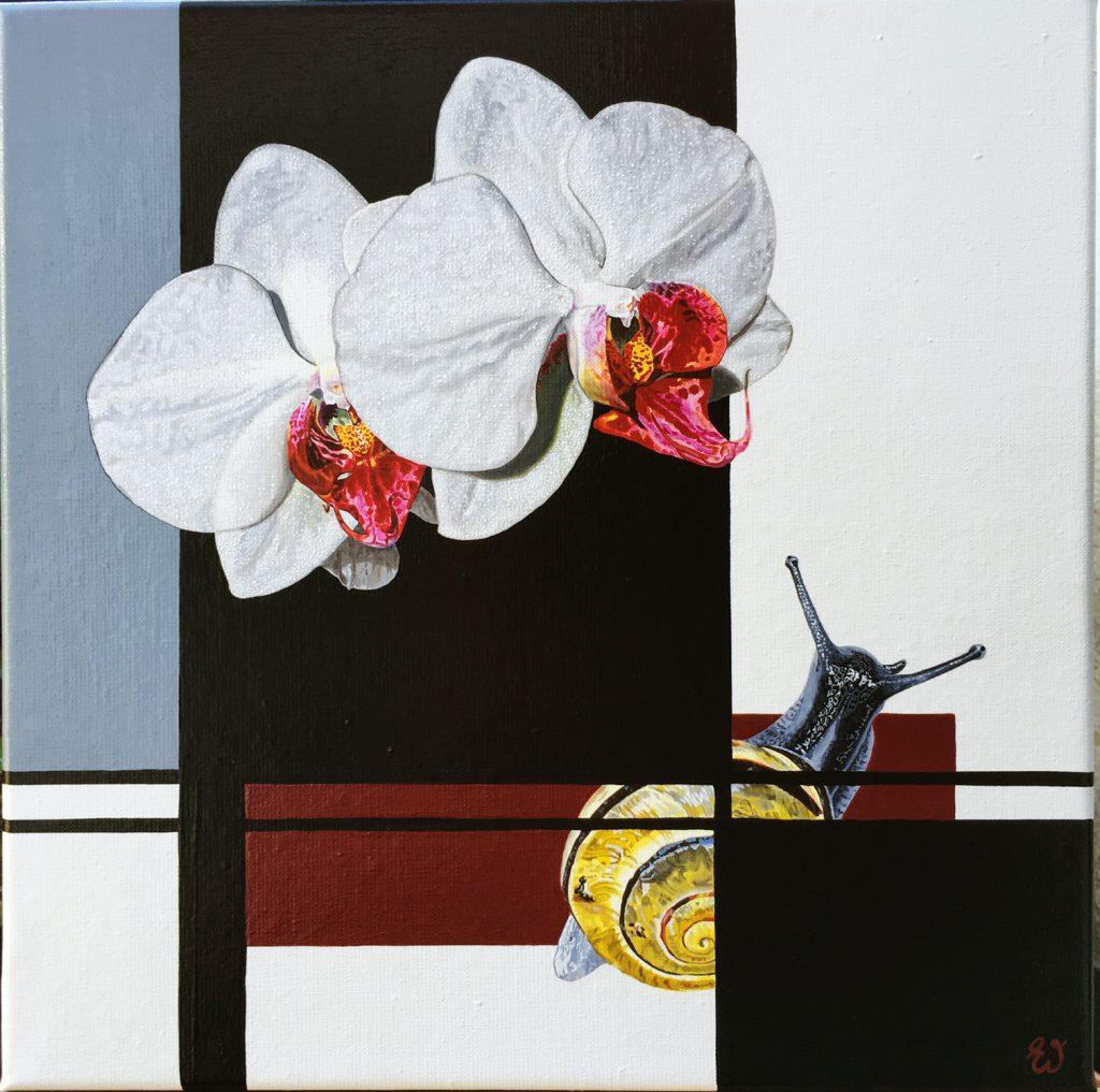 schilderij Geduldig wachten op bloei is een schilderij met twee orchideeën en een slak